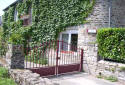 Located 150 metres from the historical centre of Dinan, the Chambre d'Hôte Priory-View Dinan has a floral garden and a terrace. A continental breakfast is served in the breakfast room, which offers a piano